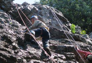 2016-05-22 10-30-22_0016日和田山男岩を登っている
