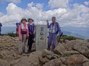 至仏山山頂にて