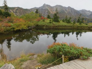 IMG_4156 池に映る槍、穂岳岳 jpg