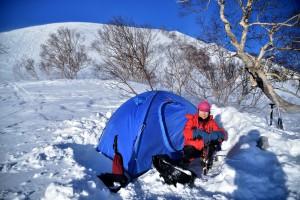 000_6 下の樺にテントを張るjpg