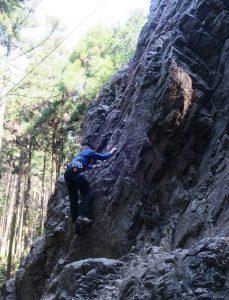 2016-05-22 8-23-07_0004男岩を登っている池本さんjpg
