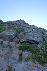 西峰前の岩稜