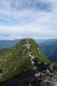 東峰より西峰を望む